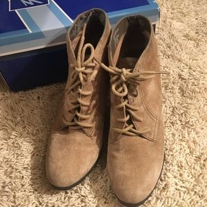 White mountain booties. Size 7.5 tan color